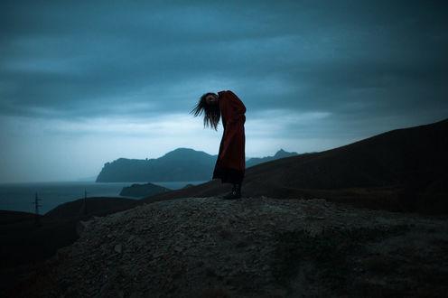 Фото Девушка стоит на фоне природы, фотограф Marat Safin