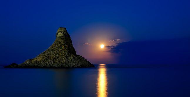 Фото Лунная дорожка на водной глади Mediterranean Sea / Средиземного моря, у берегов Sicilia, Italy / Сицилии, Италия, фотограф 12019