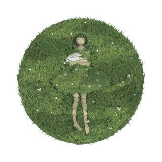 Фото Девочка лежит на траве с кроликом в руках в платье из травы, by RealXu