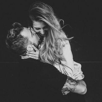 Фото Парень обнимает девушки, by Julian Sell