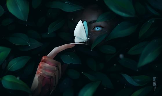 Фото Голубоглазая девушка-демон, на руке которой сидит бабочка, среди зеленых листьев, by hyokka