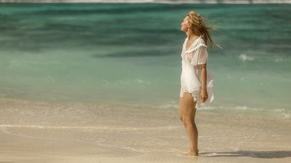 Фото Девушка стоит на побережье, фотограф Dmitry Laudin