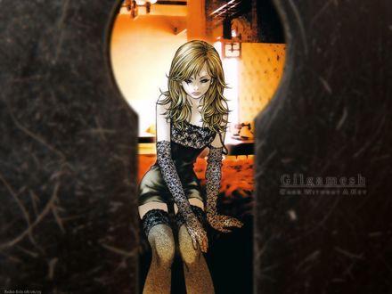 Фото Через замочную скважину видна блондинка в черном белье, сидящая на кровати в номере отеля, из аниме Galgamesh