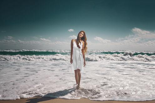 Фото Модель Ilvy Kokomo стоит на побережье, фотограф Mark Crislip