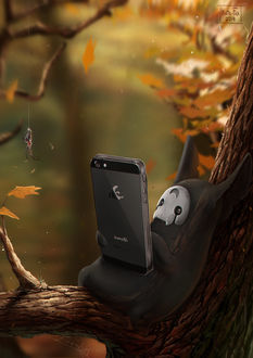 Фото Лесной дух что-то разглядывает на экране смартфона, лежа на ветке дерева, by Kate-FoX