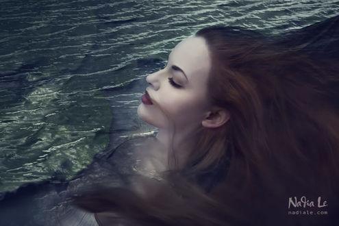 Фото Девушка с длинными волосами на фоне моря, by Nadia Le
