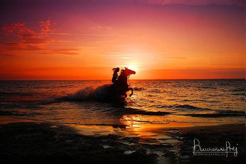 Фото Девушка на лошади в воде, by MsCarmen