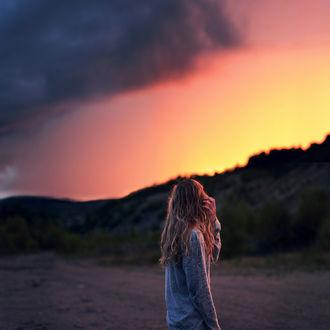 Фото Девушка на фоне розового неба. Фотограф Sophia Alexis