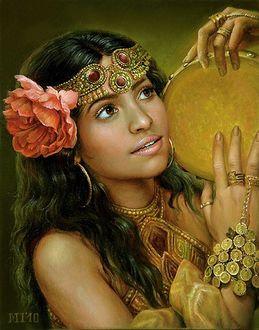 Фото Красавица цыганка с розой в волосах и с бубном в руках