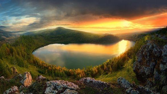 Фото Работа Heavenly Lake In The Camel Hump Mountain / небесный озеро в окружении горы Camel Hump, ву Shanye wuyu