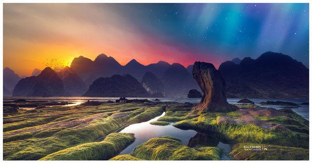 Фото Красивый пейзаж с заходящим солнцем и птицами над горами, by Ellysiumn Art