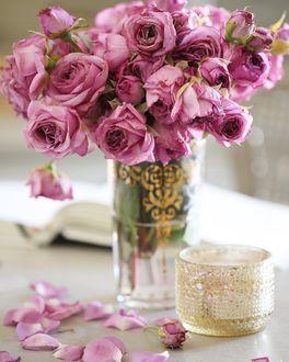 Фото Изысканные фиолетовые розы и деликатные детали золота, by frenchcountrycottage