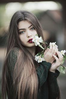 Фото Девушка с веточкой жасмина, фотограф Jovana Rikalo