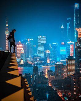 Фото Парень стоит на крыше дома, by aka_swaggy