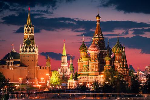 Фото Кремль и Храм Василия Блаженного в ночной Москве. Фотограф Karol Nienartowicz