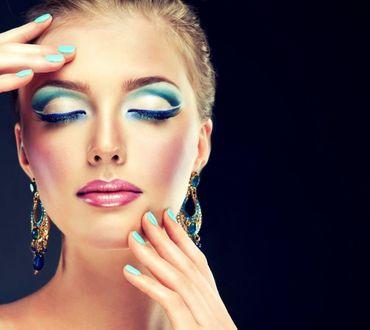 Фото Модель Алина Славинская с закрытыми глазами. Фотограф София Журавец