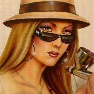 Фото Гламурная девушка с красивыми глазами в шляпе и в очках