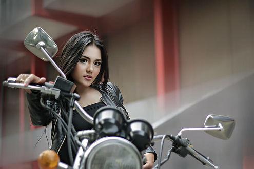 Фото Девушка на мотоцикле, фотограф Dedy Darmanto