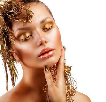 Фото Девушка с золотым макияжем