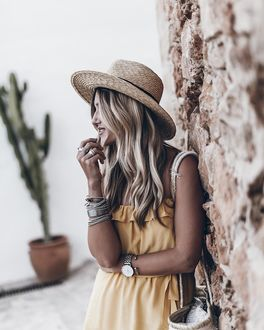 Фото Девушка в шляпе, с фенечками и часами на руках, by Jacqueline Mikuta