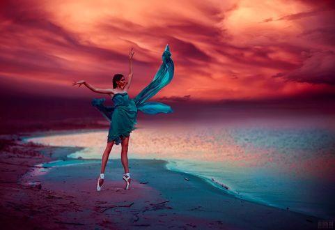 Фото Балерина стоит на цыпочках на побережье, фотограф Светлана Беляева