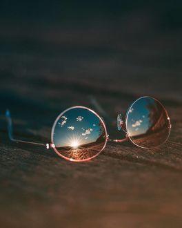 Фото Очки на досках. в которых отражается восход солнца, by sibmount