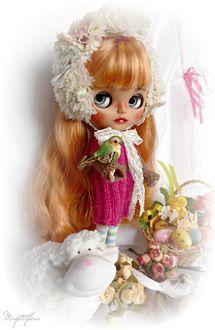 Фото Милая девочка -кукла с птицей
