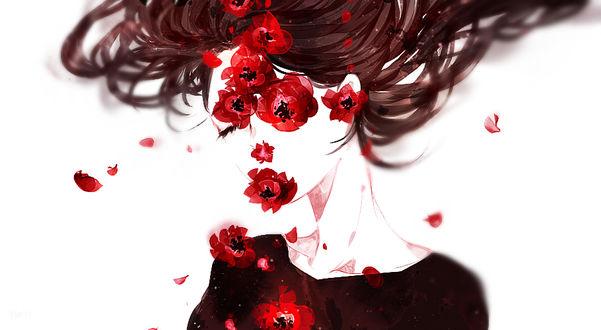 Фото Девушка в красных цветах