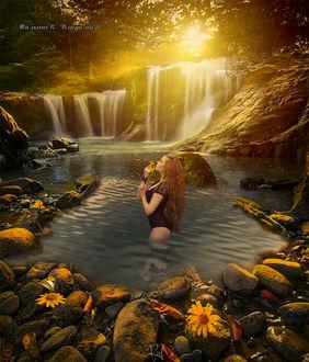 Фото Девушка с ромашкой стоит в озере в окружении водопада