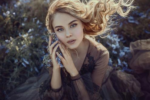 Фото Девушка с цветами в руках. Фотограф Irina Dzhul