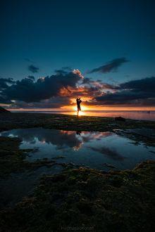 Фото Девушка стоит на фоне заката, by Hiromasa kondo