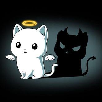 Фото Милый белый котенок-ангелочек отбрасывает тень чертика