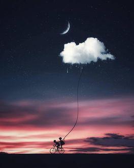 Фото Мальчик с девочкой едут на велосипеде с облаком на веревочке
