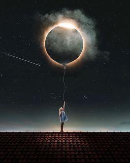 Фото Девочка держит на веревке планету