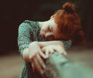 Фото Девушка с рыжими волосам грустит. Фотограф Andreas Weise