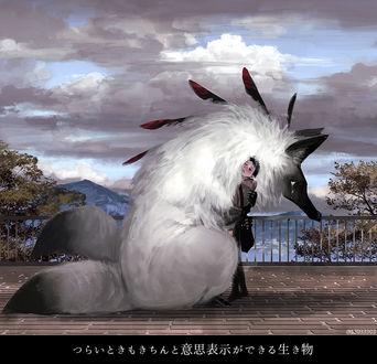Фото Парень обнимает грустное фантастическое животное