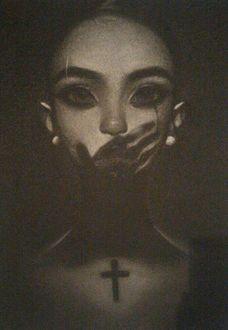 Фото На лице девушки тень руки, by Amethylia