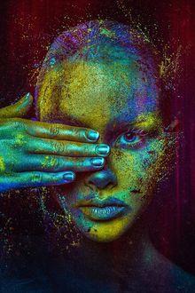 Фото Лицо и рука девушки, которой она прикрыла, в краске, by Peter Brownz Braunschmid