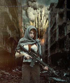 Фото Девушка с автоматом в руках в развалинах разбитой улицы, где гремят взрывы, автор Малышев Владимир