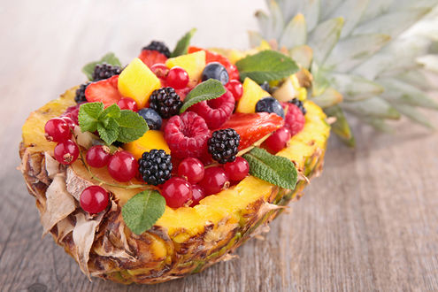 Фото Ананас с фруктами
