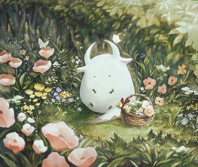 Фото Белый рогатый монстрик сидит в траве среди цветов, рядом стоит корзина