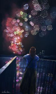 Фото Девушка смотрит на фейерверке в ночном небе