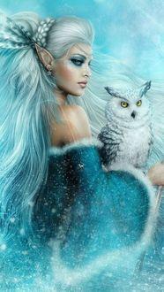 Фото Девушка эльф с перьями в волосах в сережках держит на руках сову