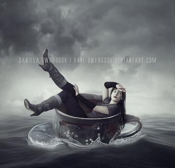 Фото Девушка плавает в чашке по морю, by dani owergoor