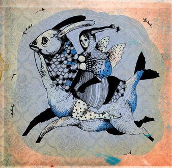 Фото Девушка - эльф скачет на сказочном животном, напоминающем рыбу