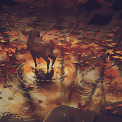 Фото Маленький олененок стоит в луже под дождем посреди осенних листьев