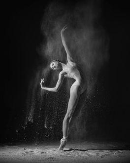 Фото Девушка - балерина в танце