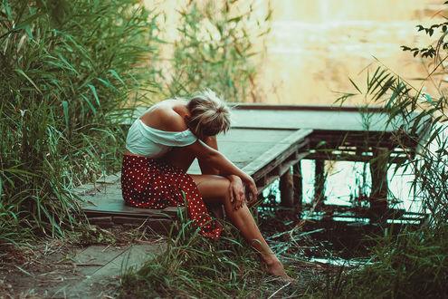 Фото Девушка сидит на мостике. Фотограф Andreas Weise