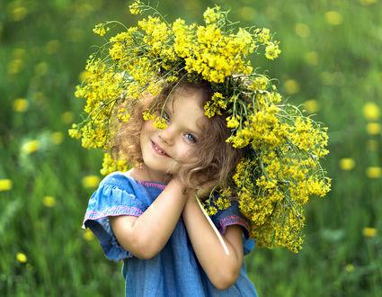 Фото Милая девочка в венке из полевых цветов. Фотограф Valeriya Tikhonova