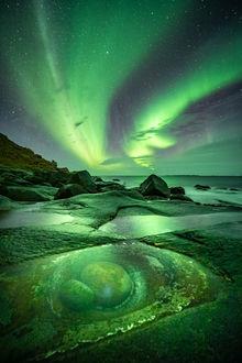 Фото Северное сияние на ночном небе. Фотограф Pawel Uchorczak